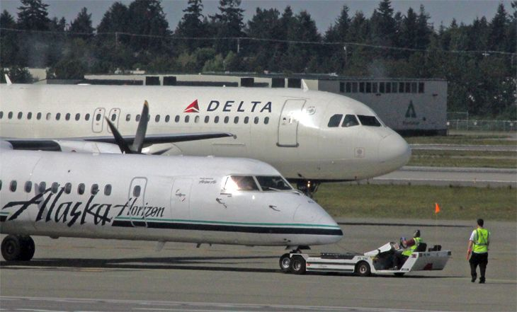 The battle for Seattle between Alaska and Delta has passenger numbers growing fast -- maybe too fast. (Image: Jim Glab)