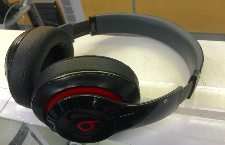Big bulky headphones & frequent travel aren't a good mix (Photo: Chris McGinnis)