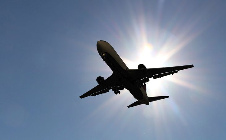 Good news for flyers: Ticket prices are dropping. (Image: Jim Glab)