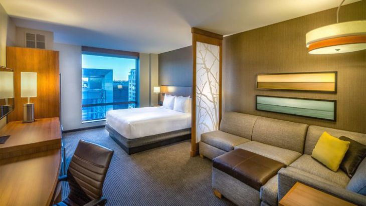 Spacious standard king accommodations at Washington D.C.'s new Hyatt Place. (Image: Hyatt)