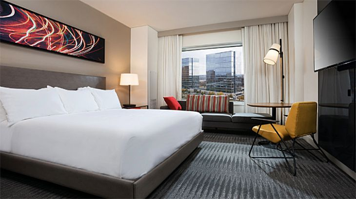 A standard king guest room at the new Hyatt Regency near Minneapolis-St. Paul Airport. (Image: Hyatt)