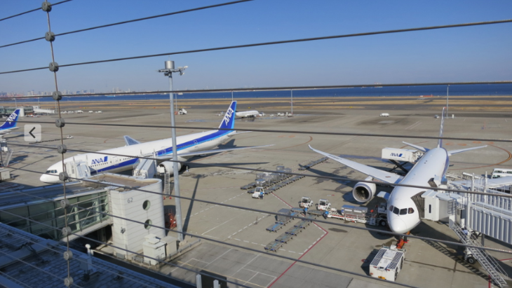 One of the best things about Tokyo Haneda is the big open air rooftop tarmac-viewing area. Wow! (Photo: Chris McGinnis)