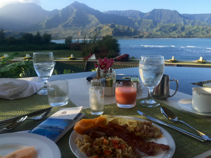 Breakfast overlooking Hanalei Bay at Starwood's St Regis Princeville (Photo: Chris McGinnis)