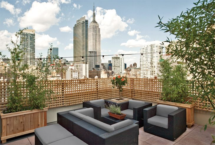 Outdoor terrace at the The Hilton New York Fashion District. (Image: Hilton)