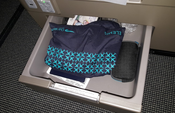 Business class storage drawer on the BA 787-9 (Scott Hintz)